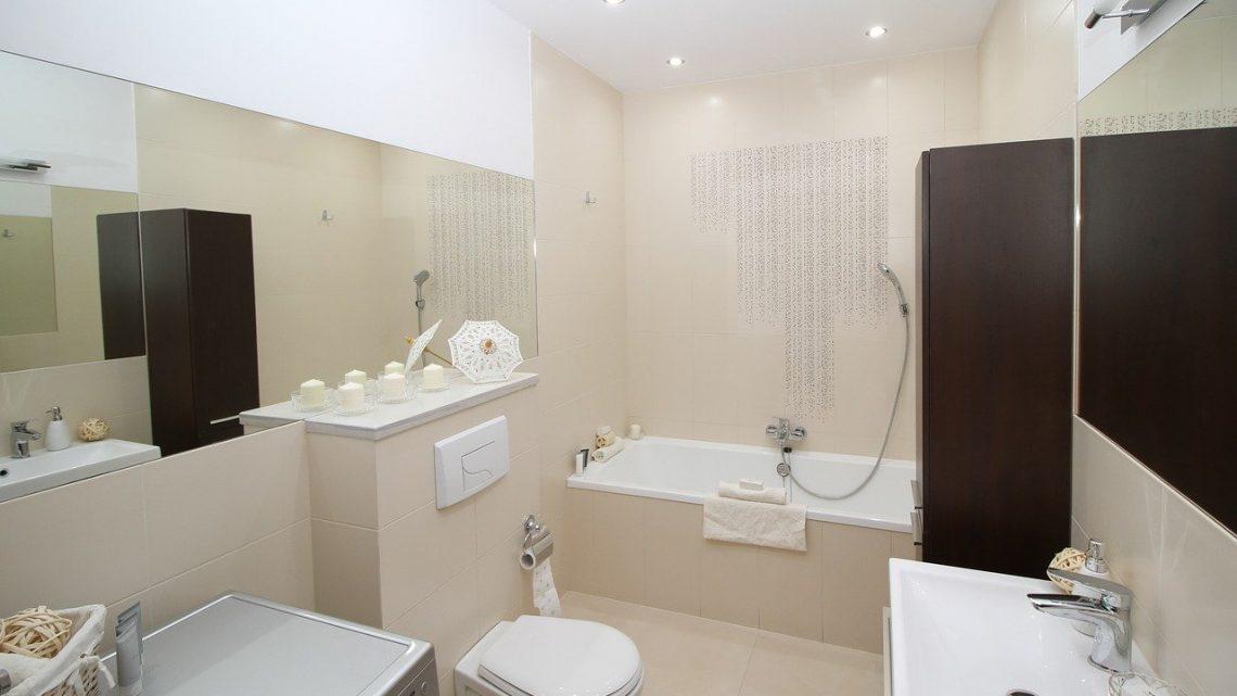 Comment placer des spots dans une petite salle de bain ?